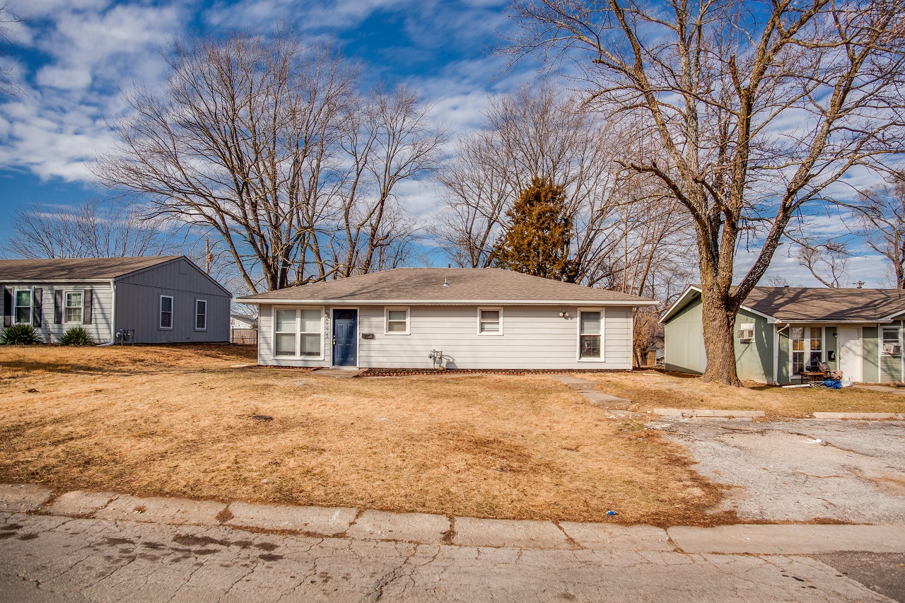 6004 e 152nd st house featured image